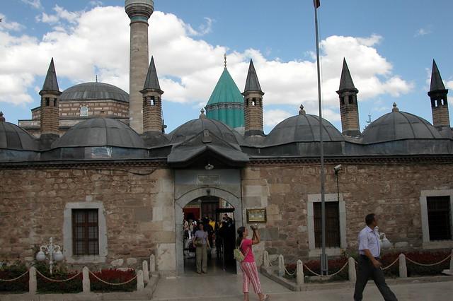 Exterior de la mezquita semi amurallada, un lugar bastante pintoresco Konya, el cinturón religioso de Turquía - 9283798111 62a9b7306d z - Konya, el cinturón religioso de Turquía