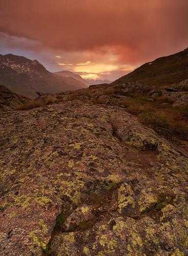 schweiz sonnenuntergang che landschaft stein regen gegenlicht graubünden berninapass wolkenhimmel gebirgeberge landschaftsfotografie