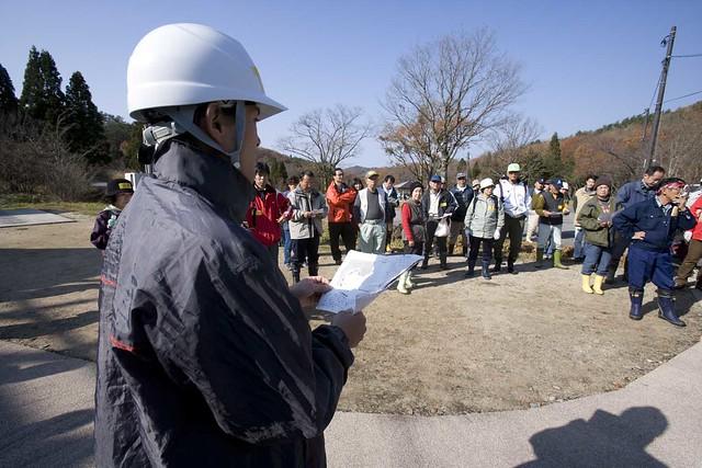 午後の作業を始める前に,各班長から午前中の進行状況を報告した.