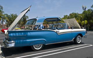 1957_ford_fairlane_500_skyliner_-_blue_white_-_rvr