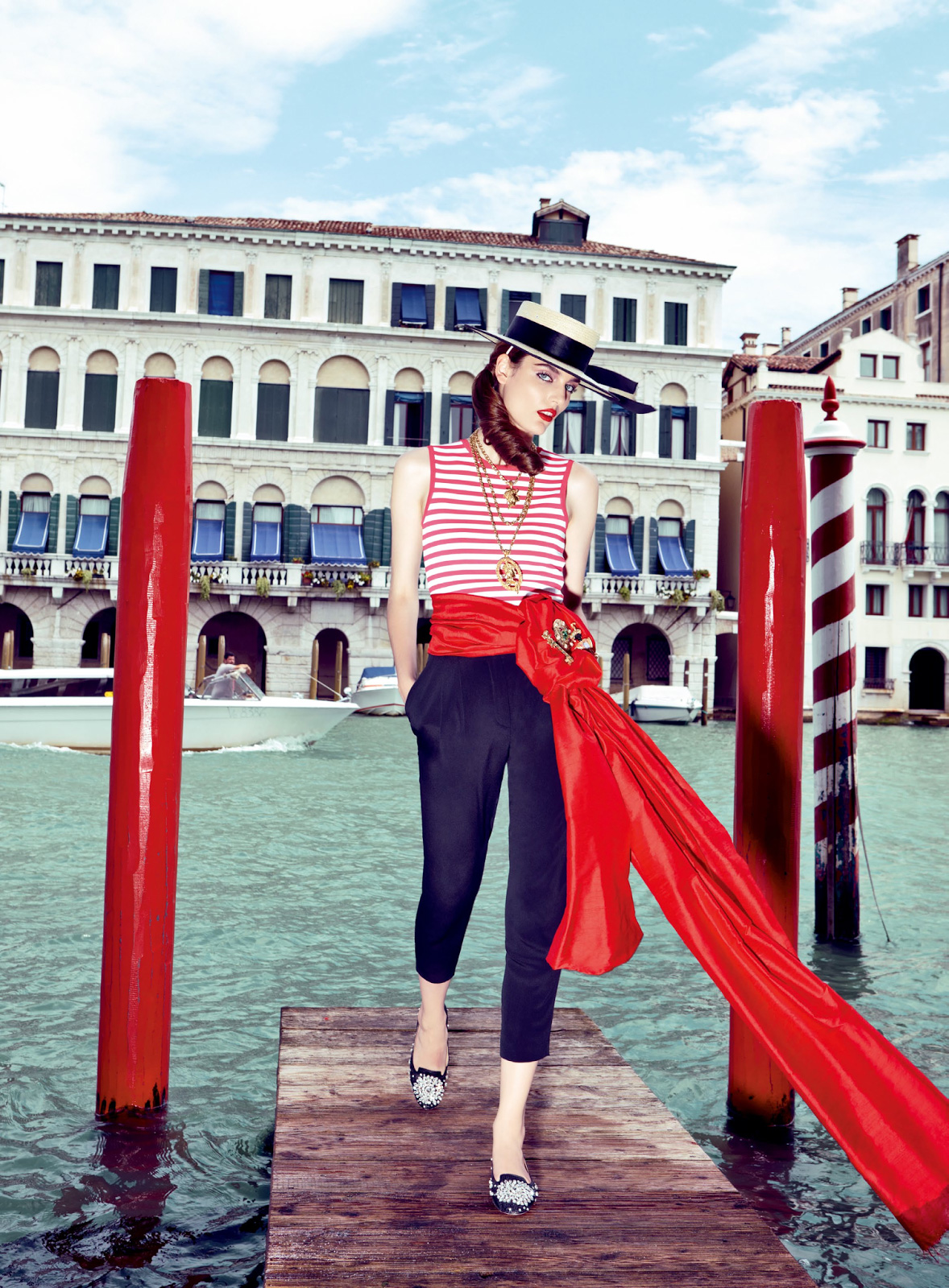 Zuzanna-Bijoch-by-Pierpaolo-Ferrari-for-Vogue-Japan-February-2014-(My-Fascination-with-Venice)-(4)