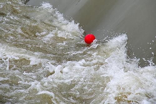11806977875 1d6fa33936 Le ballon rouge