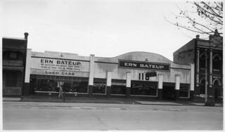 Used car sales, Grote Street, Adelaide, 1940