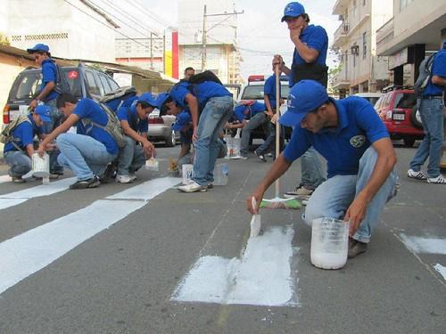 estudiantes-pintan-paso-escolar