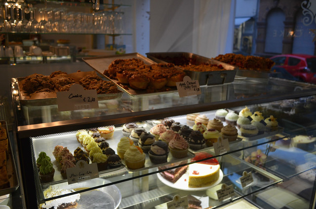 sole satisfaction eating in wiesbaden dale 39 s cake caf. Black Bedroom Furniture Sets. Home Design Ideas