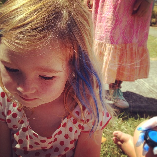 Tiny gets her tinted in her favourite colour at co-op #blue #hairchalk #latergram #coop
