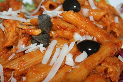 Spicy penne with chicken in tomato sauce