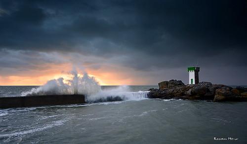 sunset mer seascape storm landscape nikon ngc 9 bretagne ciel lee filters paysage vague phare coucherdesoleil bzh février tempête 2014 trévignon d7100 tregunc