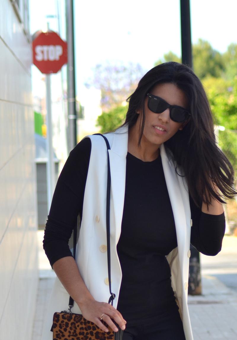florenciablog total black look chaleco blanco como llevar chalecos leopard print stradivarius  (10)