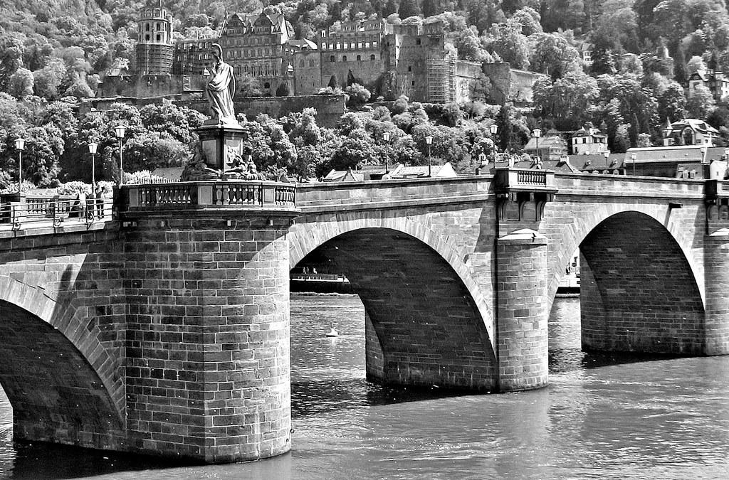 Germany, Heidelberg, Blick auf die Alte Brücke und das Schloss, sw-bw, 70163/3386