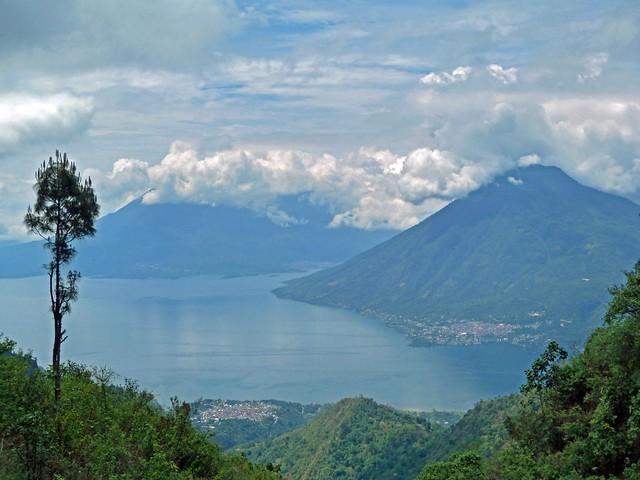 Lago Atitlán desde Chuirixamoló (Santa Clara La Laguna, Sololá, Guatemala)