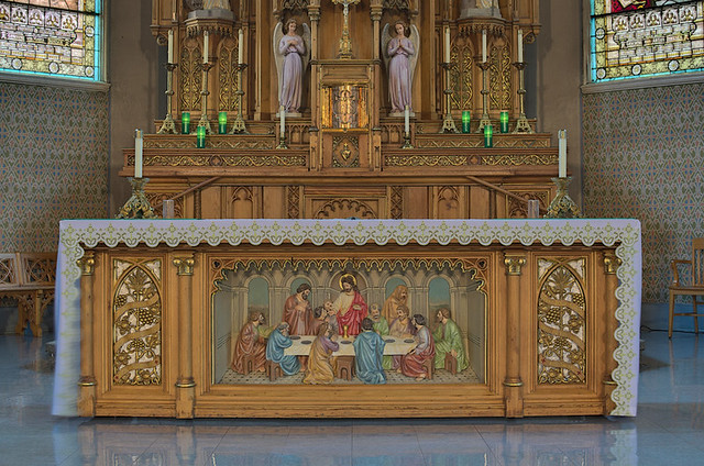 Sacred Heart Roman Catholic Church (Saint Katharine Drexel Parish), in Springfield, Illinois, USA - altar