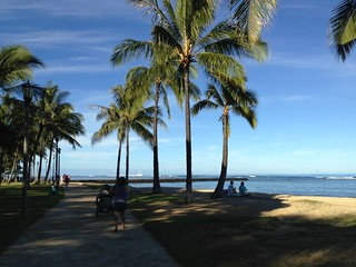 Image of Queen's Surf Beach near Honolulu.