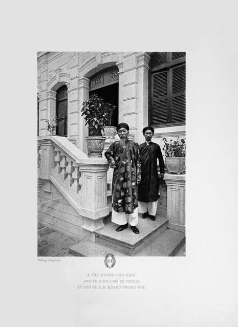Cựu kinh lược sứ Bắc Kỳ Hoàng Cao Khải và con trai, ông Hoàng Trọng Phu
