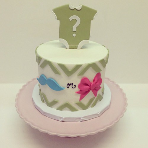 Gender reveal cake #polkadotscupcakefactory