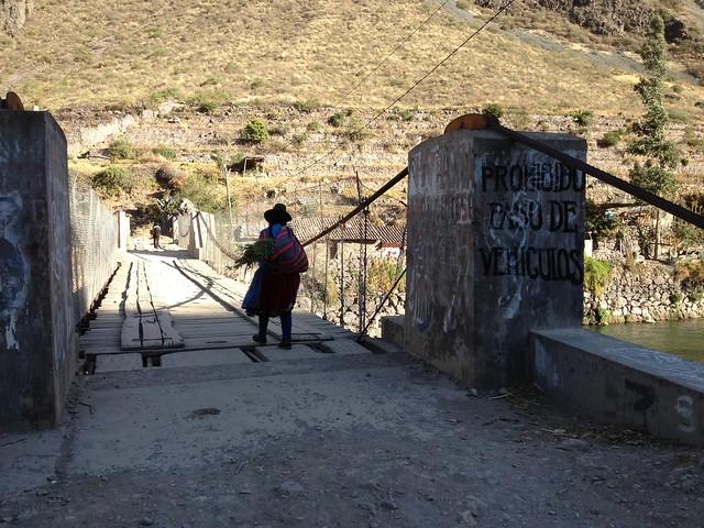 日, 2013-08-18 16:02 - Inca Bridge とアンデスの民