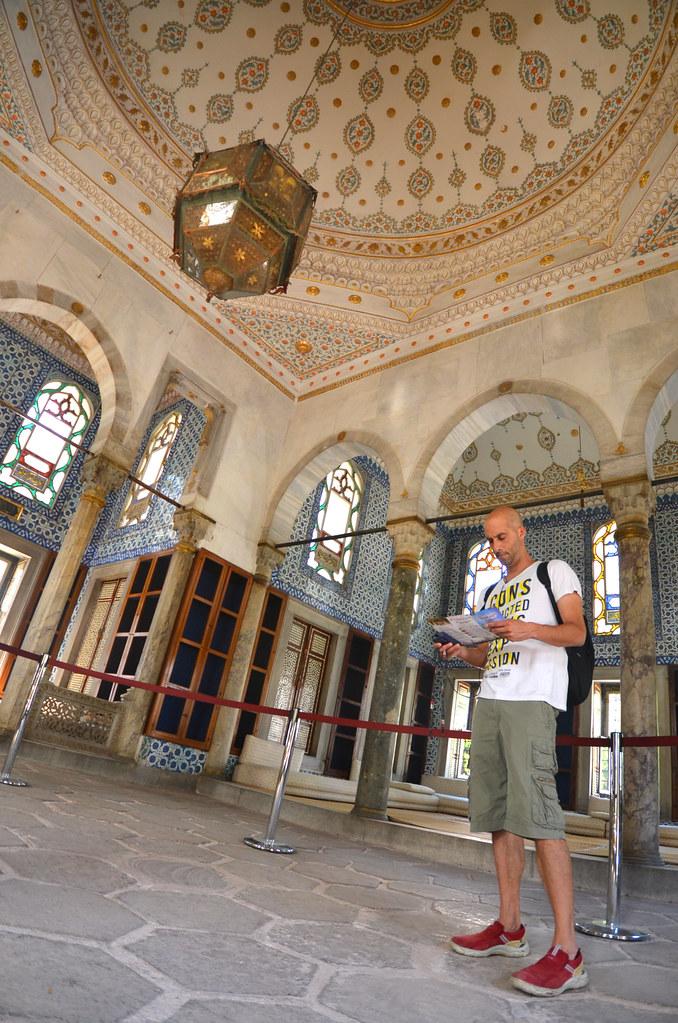 Manolito dentro del espectacular interior del palacio Topkapi
