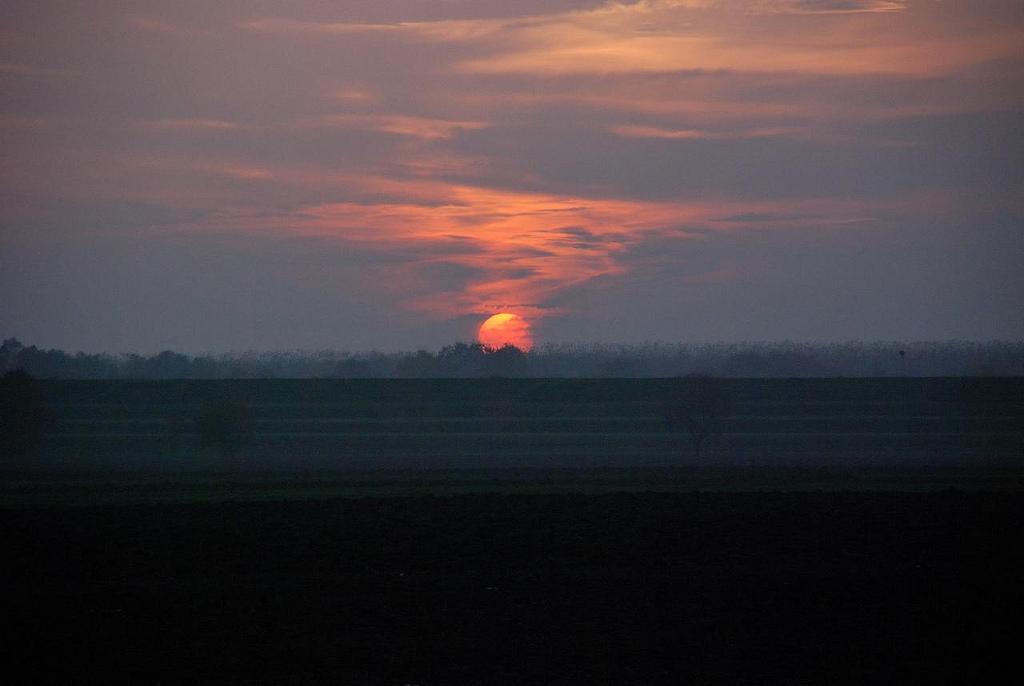 9. Salida del sol en la llanura del Po. Occhiobello. Autor, Daniele