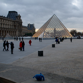 Mr. Elephpant at the pyramid at the Louvre