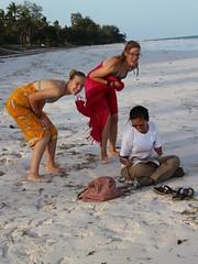 志工喜歡到美麗的Diani海灘度過休息時間