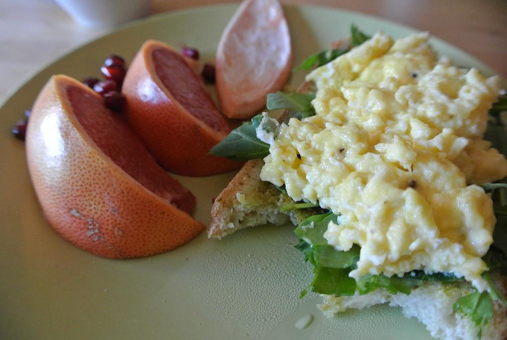 LettuceSpoon: Pesto arugula scrambled egg breakfast sandwich