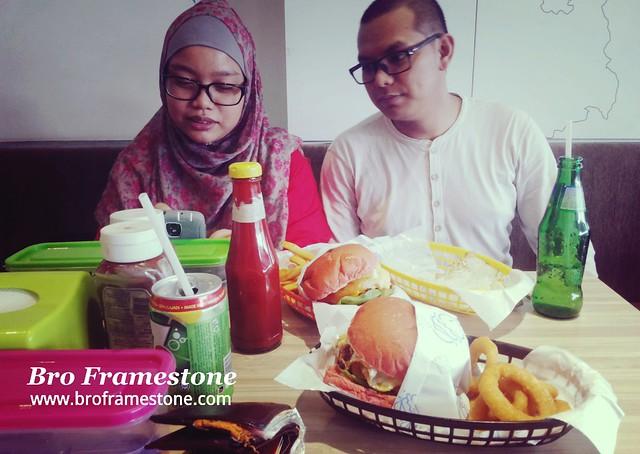Blogger Rabiatul Adawiyah dan suami Saiful Naim
