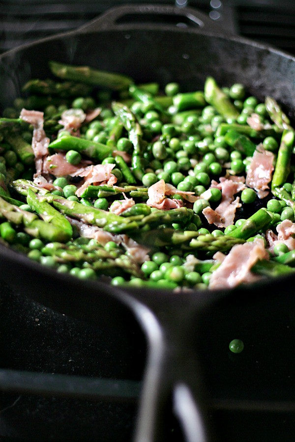 Fettuccine with Asparagus, Peas, and Prosciutto