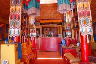 Interior de uno de los templos de Khogno Khan Uul El entorno sagrado de las dunas Mongol Els de Mongolia - 9058918026 1f1ac643ce n - El entorno sagrado de las dunas Mongol Els de Mongolia