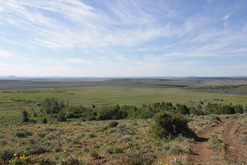road blue sky mountain oregon hiking lakes peak plush warner valley wetlands antelope hart refuge wsweekly34