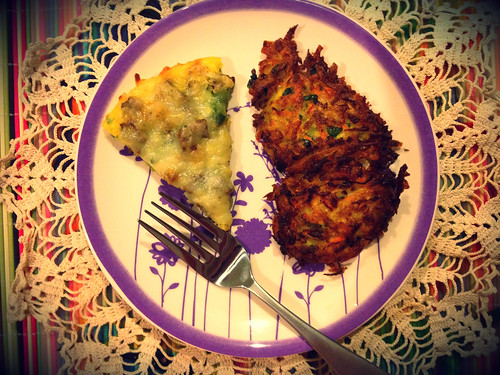 Green Pepper and Turkey Sausage Egg Pizza with Summer Veggie Latkes by Heather Says