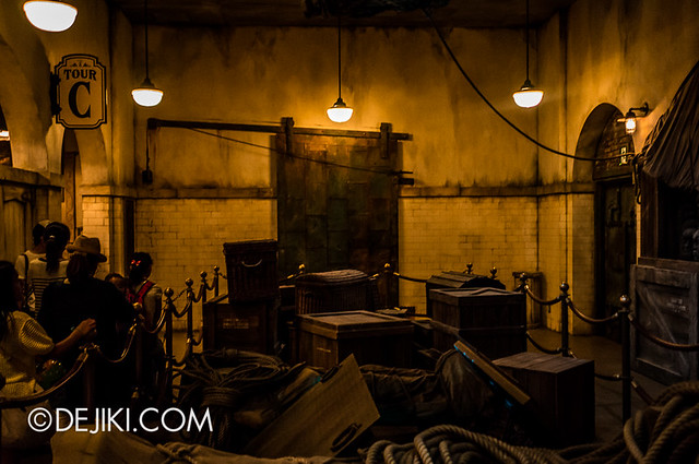Tokyo DisneySea - Tower of Terror / The secret storage chamber 8