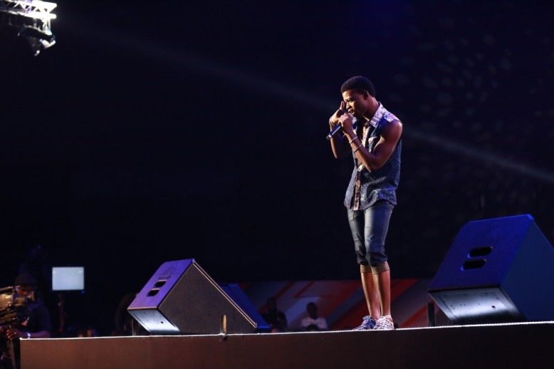 Pheel performing at the eviction show