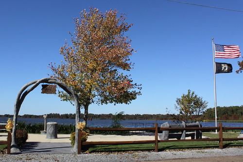 park autumn lake fallcolor tn tennessee usflag reelfootlake samburg obioncounty reelfootlakestatepark bmok spicerpark bmok2