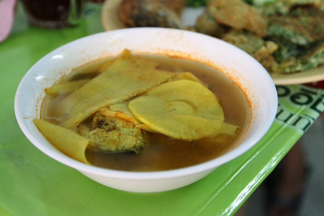 Kaeng som (แกงส้มหน่อไม้)