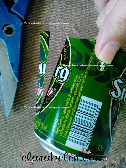 Manualidades con reciclaje bola de Navidad hecha con recortes de latas