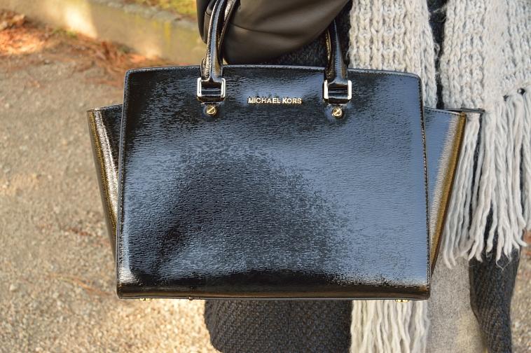 lara-vazquez-madlula-black-bag-details-michael-kors-classic