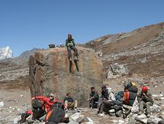 Odpoczynek w drodze do obozu pod Island Peak