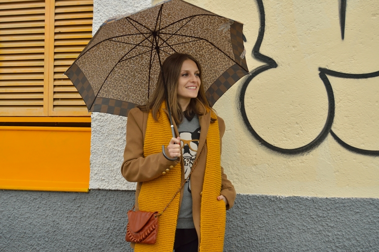 lara-vazquez-madlula-style-mustard-scarf-brown-bag-coat-winter