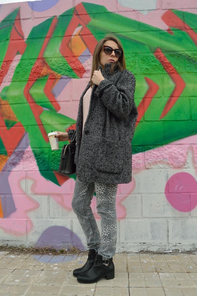 lara-vazquez-madlula-blog-grey-soft-pink-look-leopard-classic