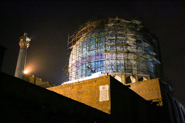 Dome of Imam mosque at night, Isfahan イスファハン、王のモスクのドーム屋根