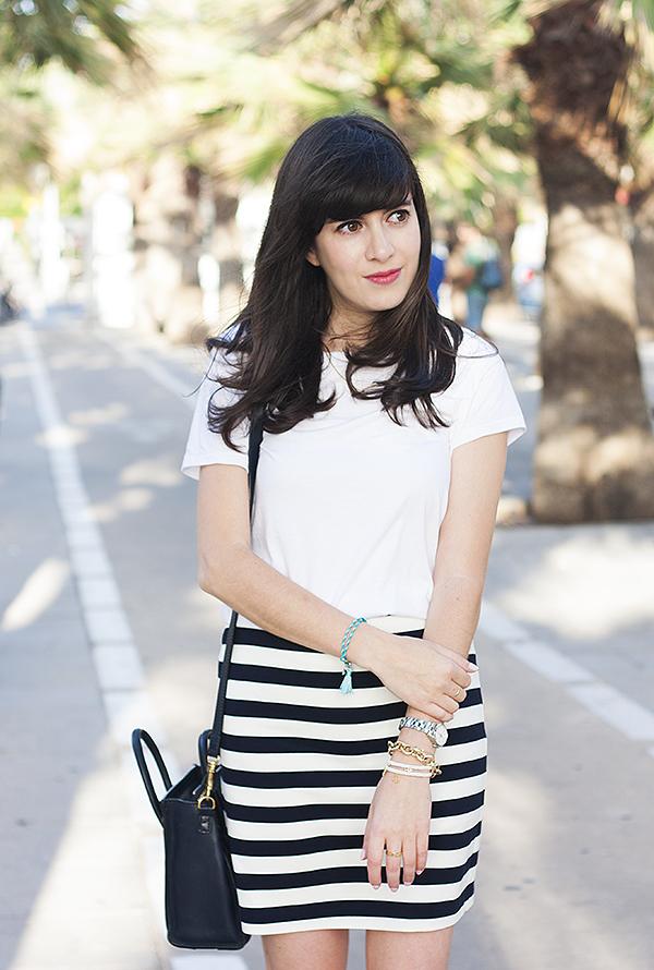 fashionpea, white tee, stripe skirt, בלוג אופנה, דר משיח, בלוגרית אופנה, טי שירט, חצאית פסים