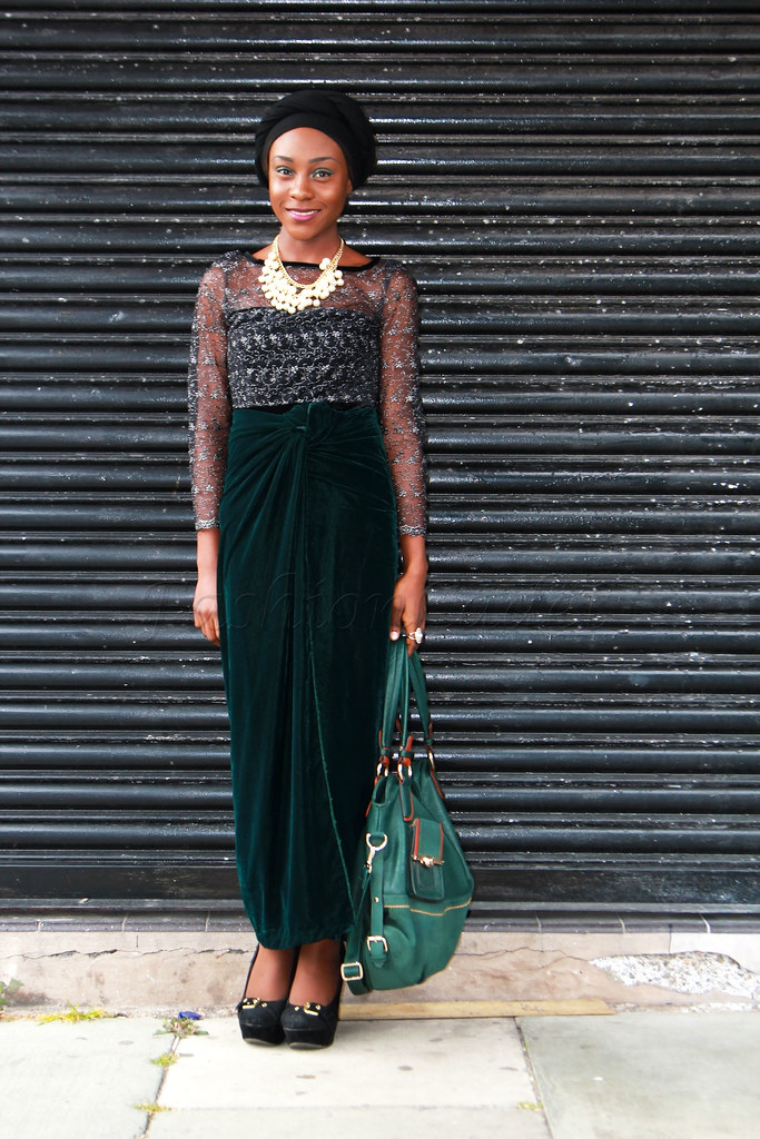 tifanny-amber-wrap-knot-trend, green velvet knotted wrapper, Nigerian High fashion trend, Nigerian trend, Yoruba fashion trend, Nigeria fashion trend, dark green velvet fabric ,#igbofashiontrend, #ibofashiontrend, dark green velvet wrapper