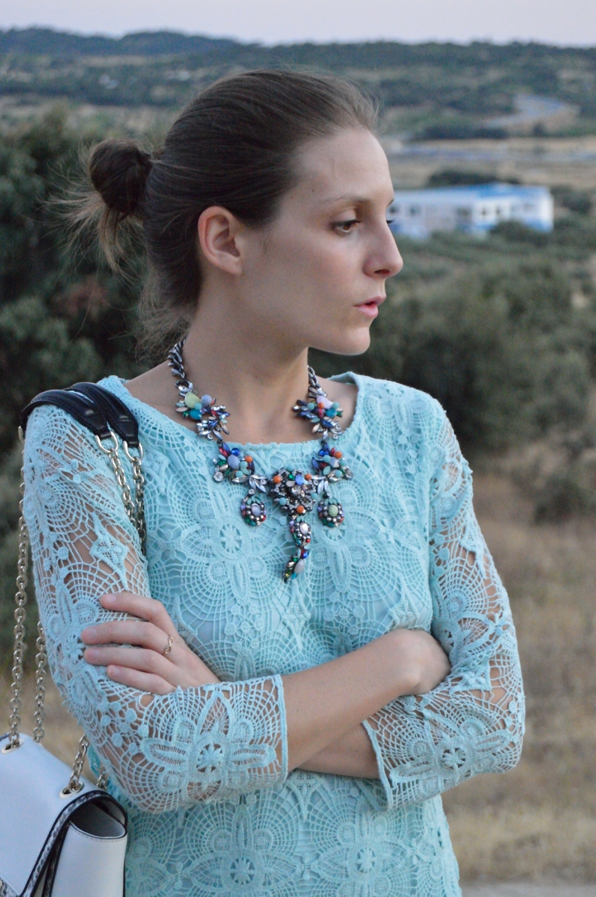 lara-vazquez-mad-lula-fashion.trends-lace-mint-dress