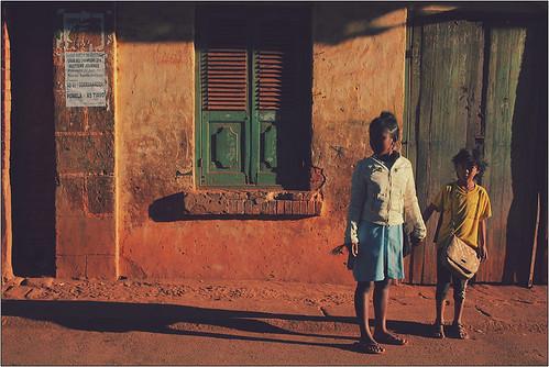 voyage trip travel sunset portrait people sun history tourism sunrise canon landscape eos tour village human journey portraiture madagascar f28 riz haute quotidien fianarantsoa ambalavao isalo paysans betsileo ambositra 60d rn7 matsiatra