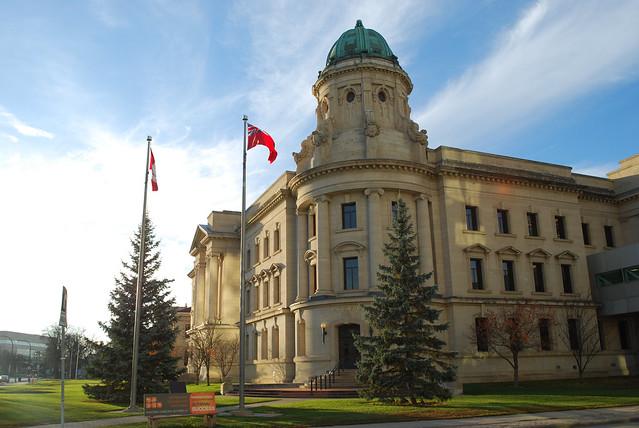 Winnipeg court building, Nikon D80, AF-S DX VR Zoom-Nikkor 18-55mm f/3.5-5.6G