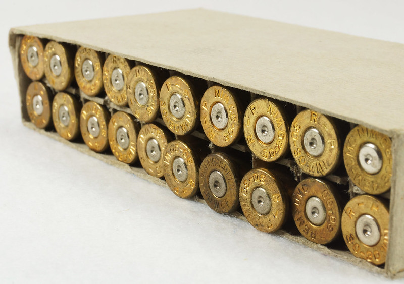 RD14567 Vintage Remington KLEANBORE 30-30 Express 150 gr. Soft Point SMOKELESS Ammo Box & 20 Brass Casings DSC06983