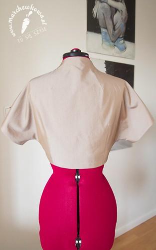 blog, marchewkowa, szycie, krawiectwo, moda, vintage, retro, 50s, wykrój, bolerko, żakiet, bawełna, róża z materiału, tasiemka atłasowa,