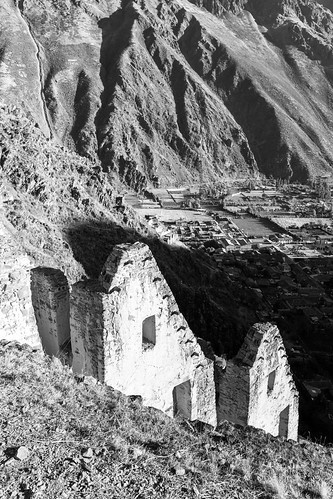 sunset urban mountains peru monochrome inca architecture buildings evening blackwhite ruins cusco cityscapes inka ollantaytambo andesmountains pinkuyllunamountaingranaries