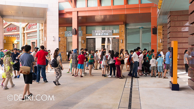 Universal Studios Singapore - Park Gate Crowds