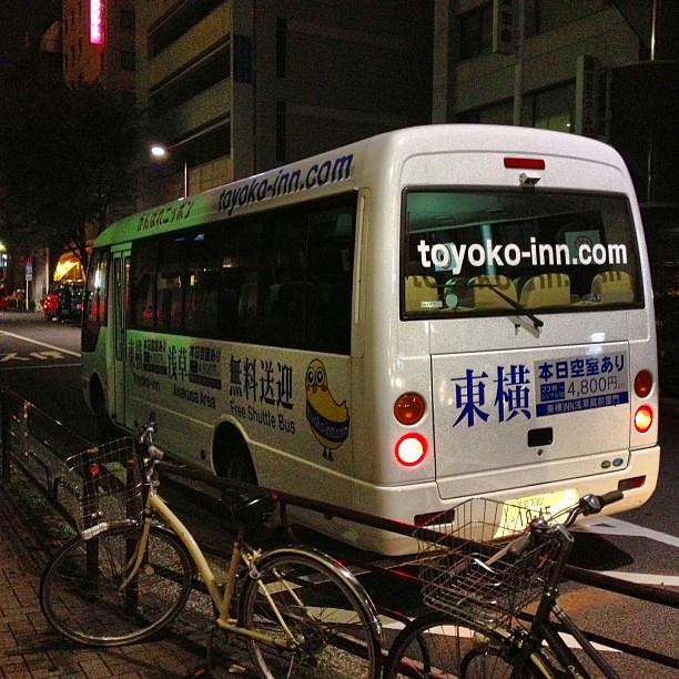 Photo:ホテルまで送迎バスで行きます。乗ったら中国人ばっかりやん…まぁ浅草に近いホテルだし、仕方ないか。まぁ台湾からの日本観光客がものすごく増えてるらしいしねぇ。 By double-h_by_phone